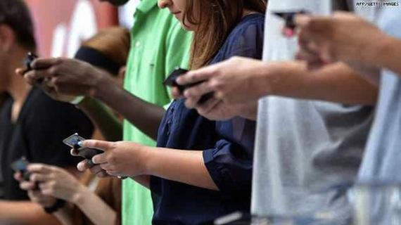 teens-on-smartphones-620x348
