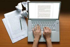 O ato de escrever é parte importante da vida acadêmica e deve ser estimulado entre os alunos.  Fonte: Uphill writing