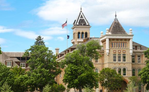 O que explica a queda de confiança no ensino superior americano
