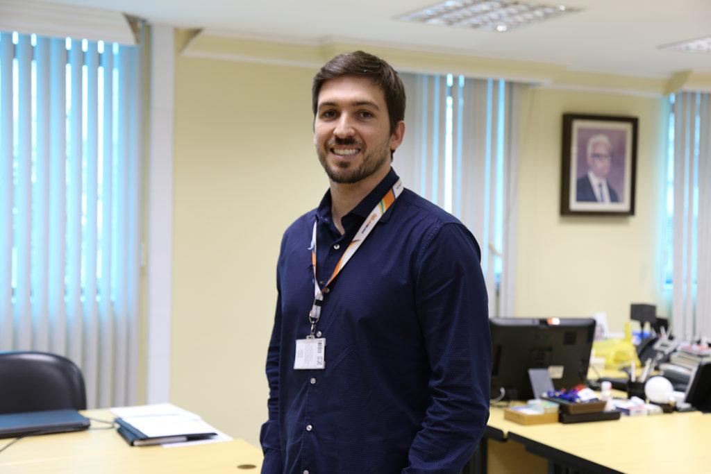 """Conhecido como """"mais jovem reitor do Brasil"""", Arapuan Netto fala sobre a trajetória profissional à frente da Unisuam e o desafio de reter e captar alunos – pautas que também irá abordar no Fórum de Lideranças: Desafios da Educação 2018"""