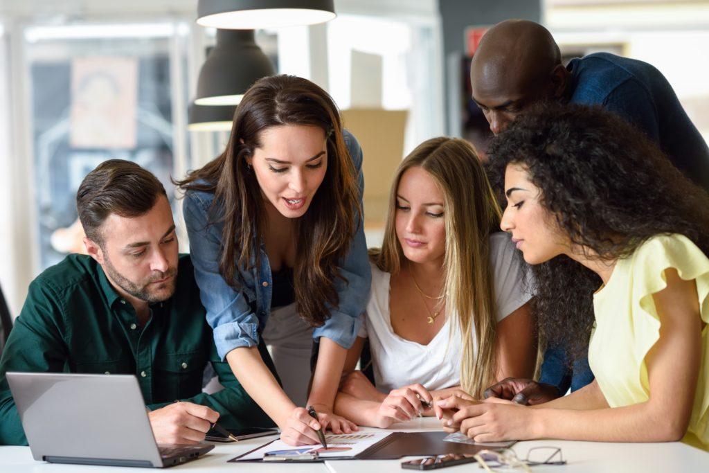 Conheça projetos criados entre universidades e empresas – dentro e fora do Brasil – que mostram a eficácia de propostas que aliam teoria e prática (Foto: Freepik)