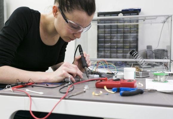 Microsoft desenvolve IA e programas em STEM para revolucionar ensino