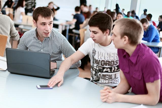Estudantes da Universidade Häme de Ciências Aplicadas, na Finlândia: protagonismo discente e flexibilidade para aprender são fundamentais nas IES europeias (FOTO: Ville Salminen/HAMK)
