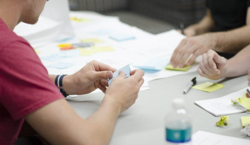 Aprendizagem em Pares é um modelo de ensino que faz os alunos se engajarem durante todo o processo (Foto: Pexels)