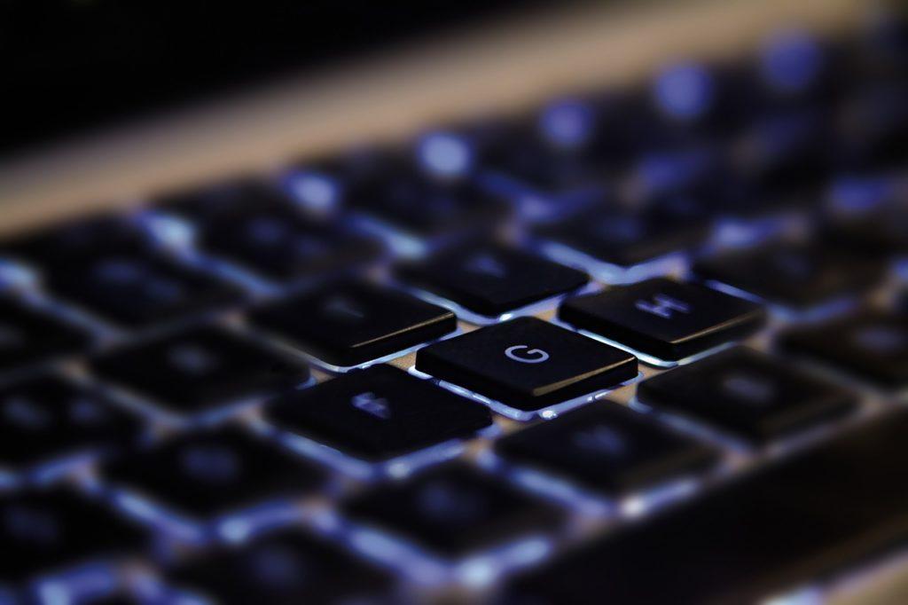 Do ensino básico ao superior: as tecnologias inovadoras podem ser utilizadas de diversas maneiras no processo de ensino e aprendizagem. Crédito: Pixabay.