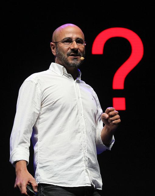 O pesquisador Rogério Martins durante apresentação no encontro de matemática no Rio de Janeiro (Foto: Divulgação/ICM)