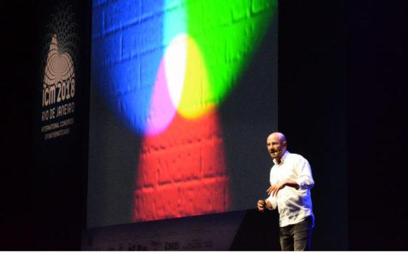 Rogério Martins, o pesquisador que traduz matemática para português