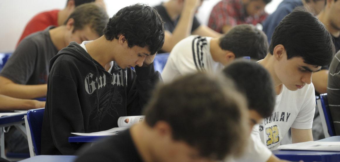 Educação ruim corta potencial produtivo do brasileiro pela metade