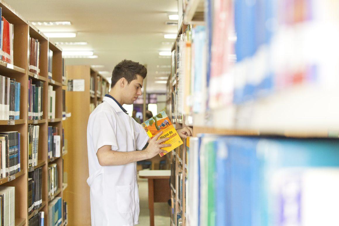 Por que os livros didáticos são mais baratos no Brasil do que nos EUA