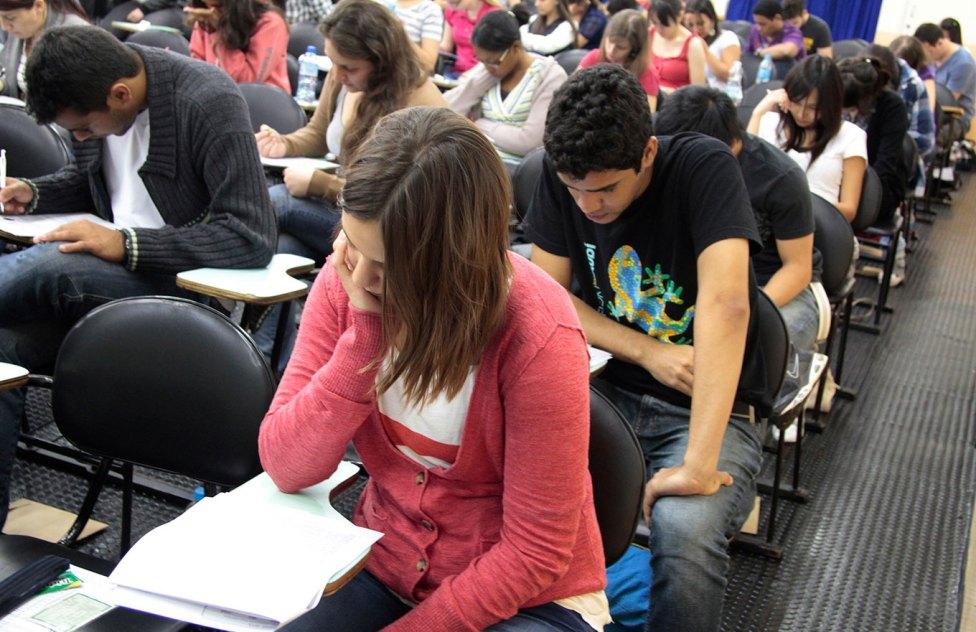 A desistência do Enem e o consequente adiamento da entrada no ensino superior pode ocasionar mudanças nas IES. Crédito: Reprodução/EBC.