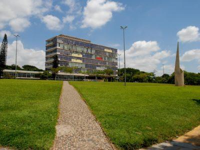 Prédio da Reitoria da Universidade Federal de Minas Gerais, em Pampulha. Crédito: Foca/UFMG/divulgação.