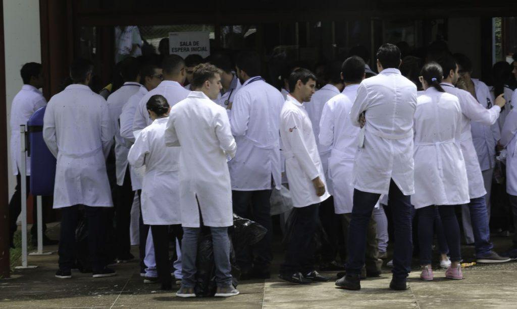 Estudantes de medicina poderão atuar no combate ao coronavírus. Crédito: Fabio Rodrigues Pozzebom/Agência Brasil.