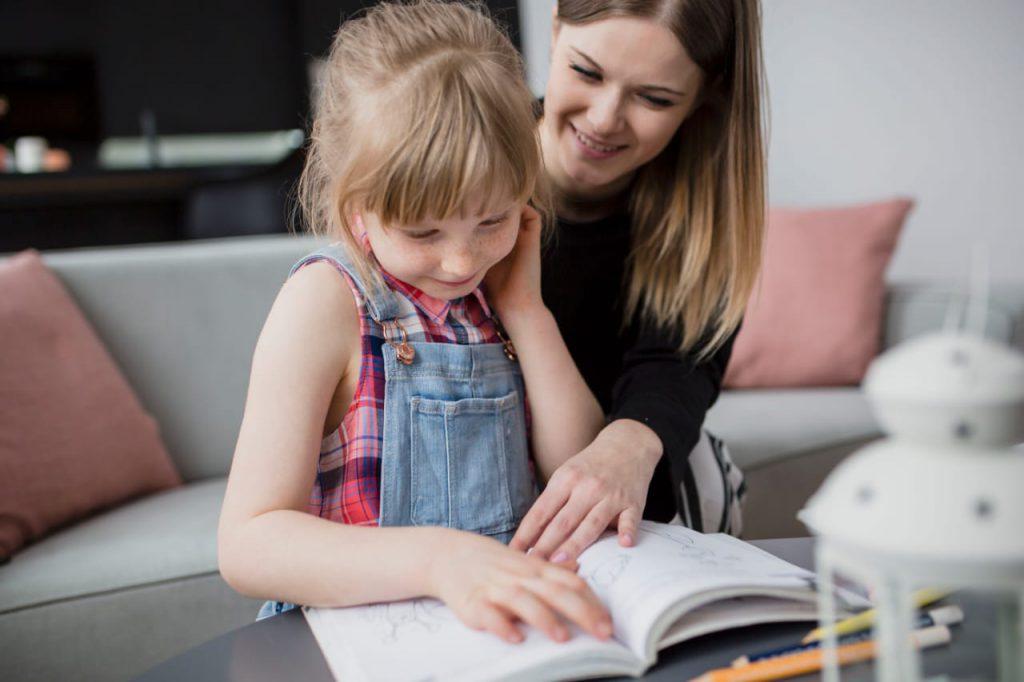 Para melhorar a comunicação entre a família e a escola diálogo é fundamental. Crédito: Pexels.
