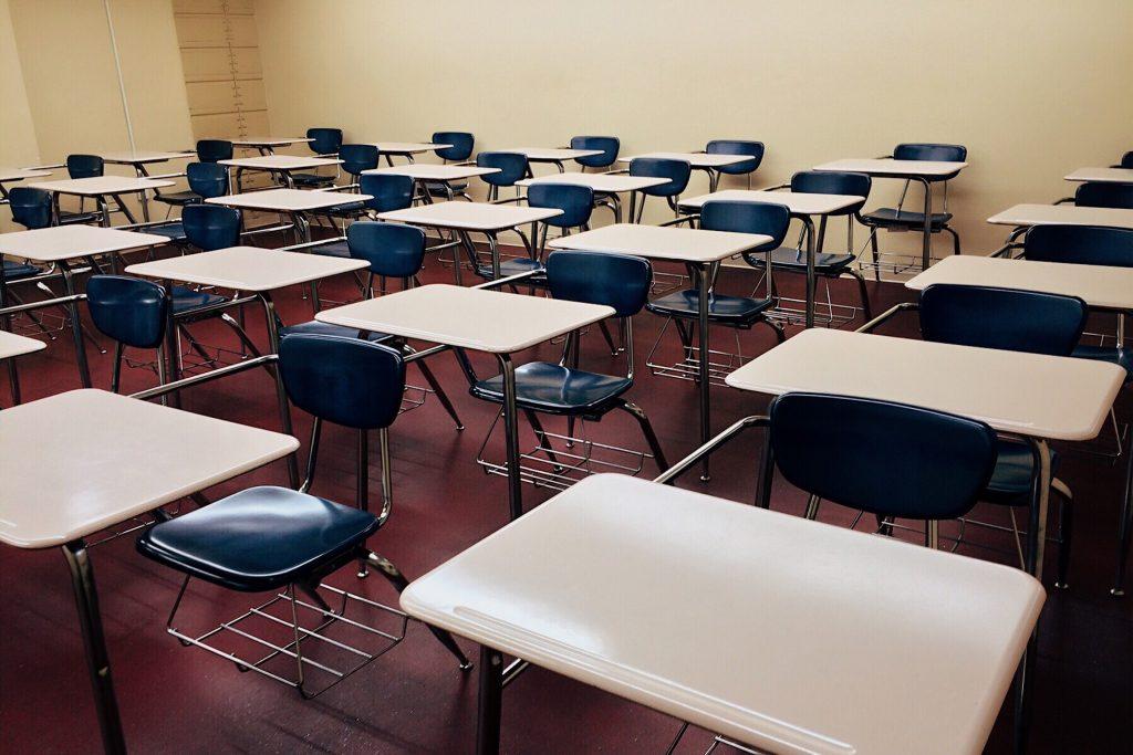 Escolas cancelam aulas como forma de isolamento.