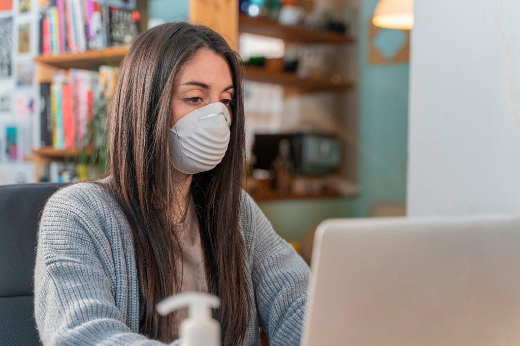 Trabalho e estudo remoto: coronavírus causa onde de isolamento. Crédito: Shetterstock.