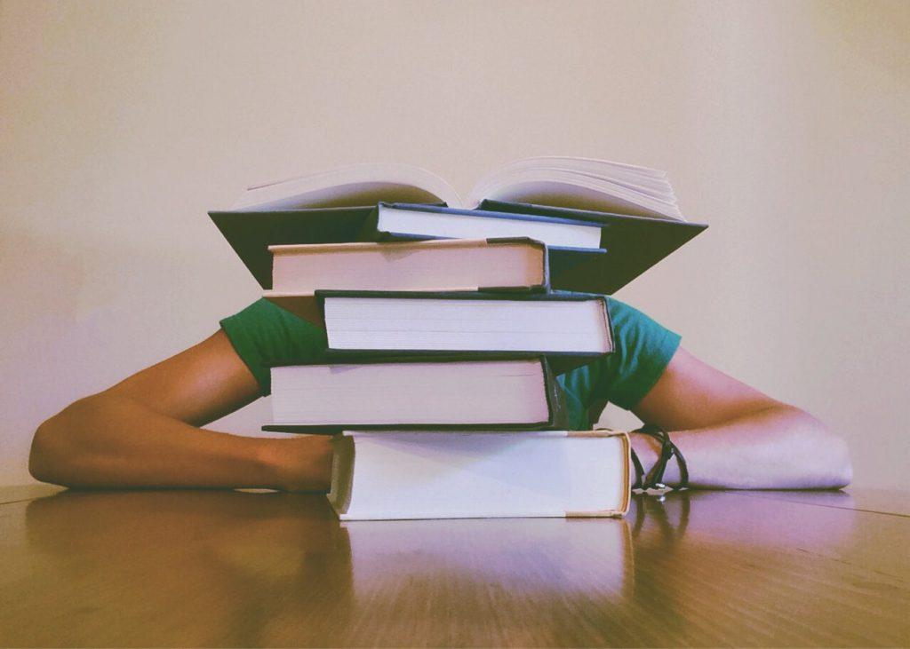 Ensino a distância: pandemia criou novo normal na educação. As bolsas de estudo estão em risco. Crédito: Pexels.