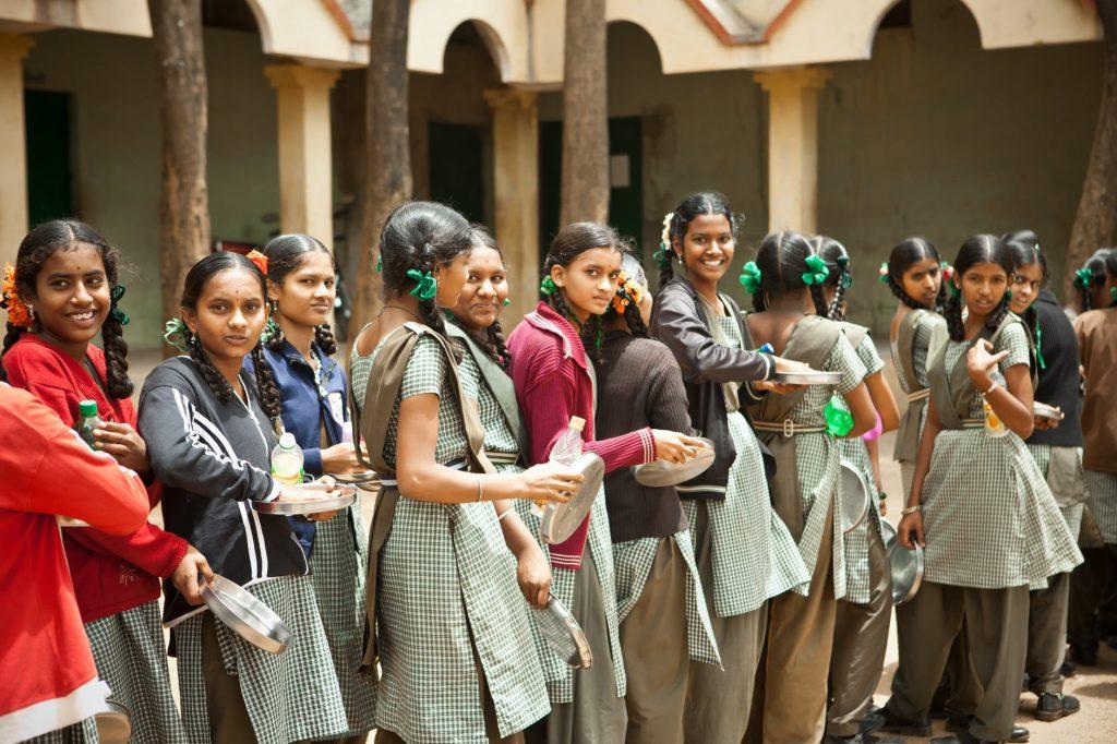111 milhões de meninas vivem em países subdesenvolvidos, onde manter os estudos durante a crise do coronavírus é uma guerra. Crédito: Pixabay.
