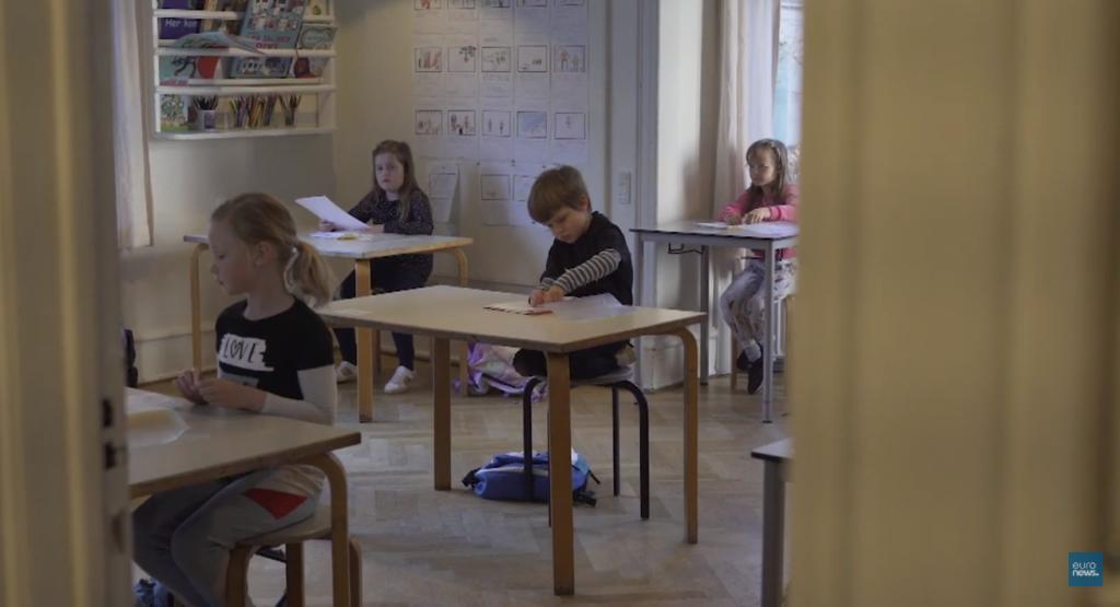 A Dinamarca foi o primeiro país da Europa a iniciarem a reabertura das escolas. Crédito: Euronews/Reprodução.