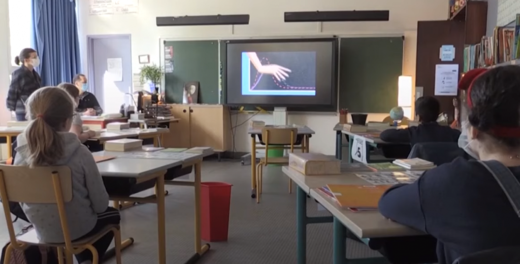 Primeiro dia de reabertura das escolas na França. Crédito: Euronews/Divulgação.