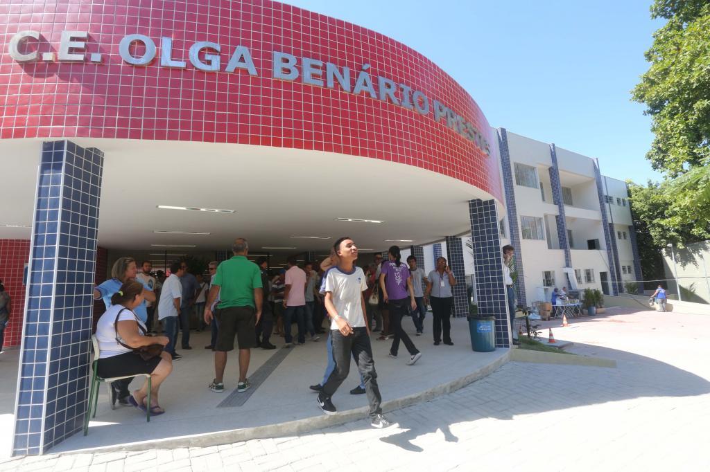 Colégio Estadual Olga Benário Prestes no Rio de janeiro. Especialistas falam sobre a volta às aulas e a continuação do ensino remoto.