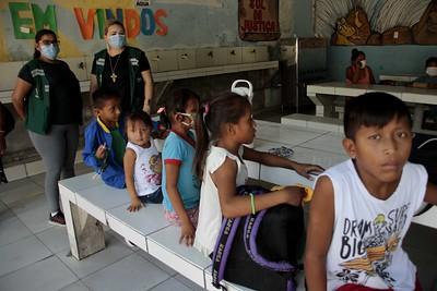 Crianças em Manaus. Cidade foi a única a retomar aulas presenciais. Crédito: Altemar Alcantara/Semcom.