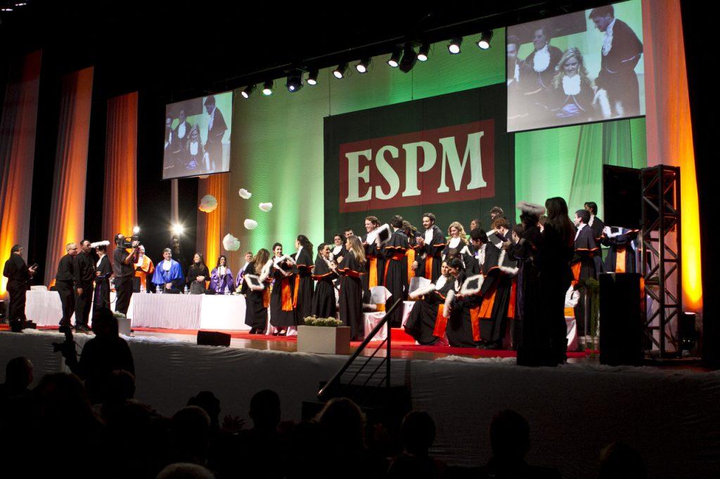Cerimônia da ESPM: formatura suspensa frustrou alunos, que não aceitaram ato simbólico. Crédito: divulgação.