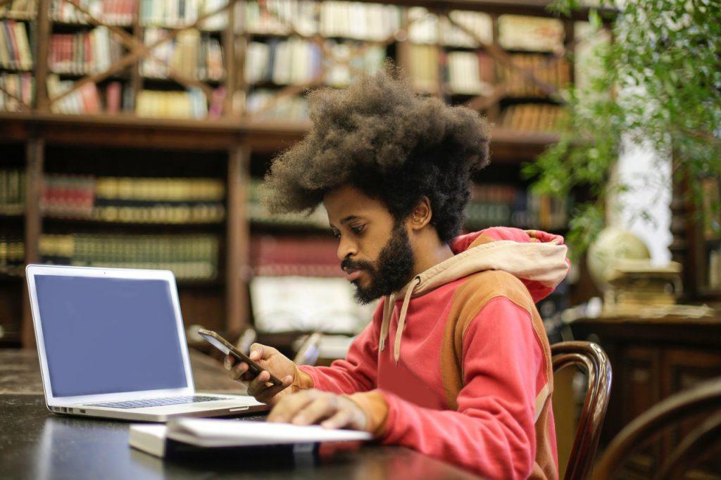 Planejamento é uma das principais ferramentas para gerar interesse dos alunos pelo EAD. Crédito: Pexels.