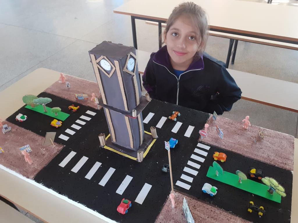 Cultura maker no ensino remoto; aluno cria a sua própria maquete. Crédito: Divulgação.