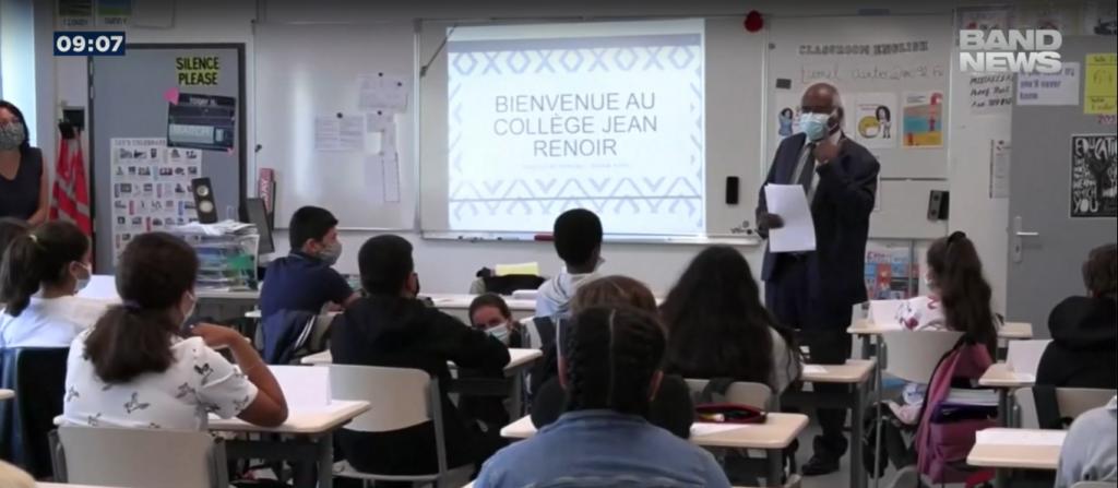 Na França, o retorno à sala de aula ocorreu em julho.