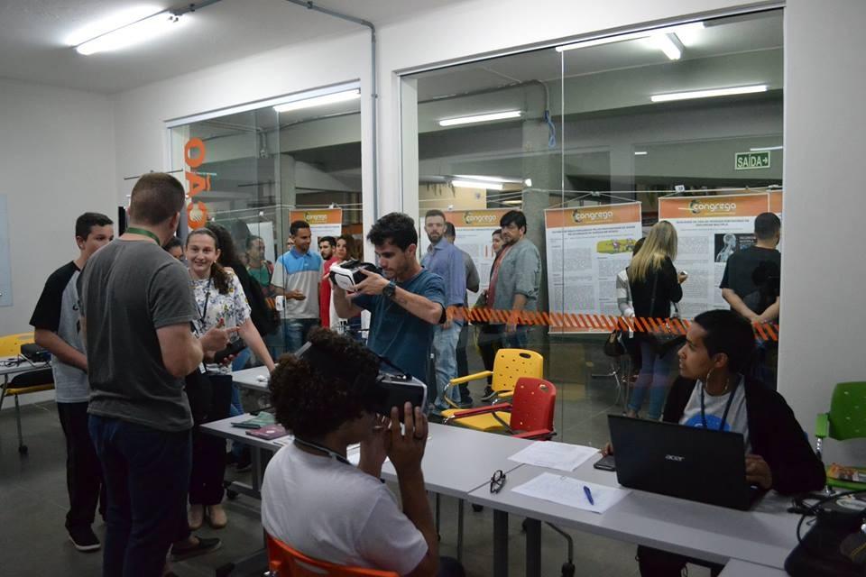Na Urcamp, alunos se juntam semanalmente para solucionar os problemas de empresas e da comunidade. Crédito: Divulgação.