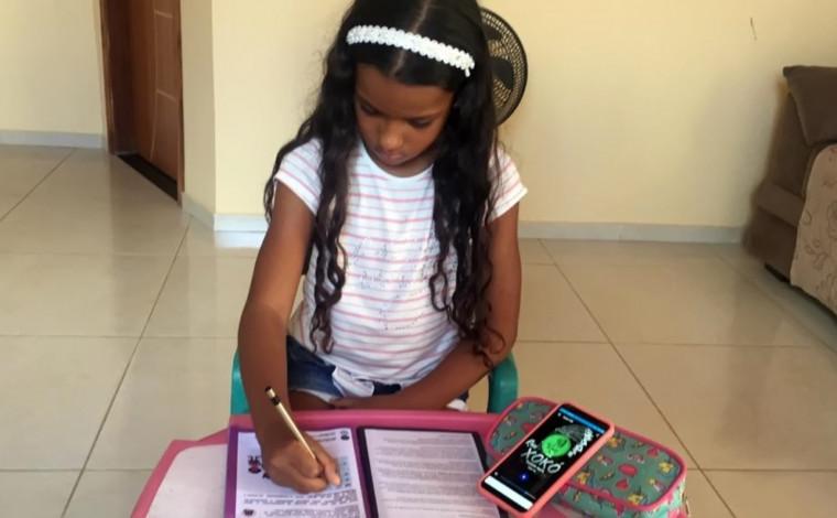 Enquanto o ensino remoto persistir na educação fundamental, o processo de alfabetização vai incluir questões teóricas e prática