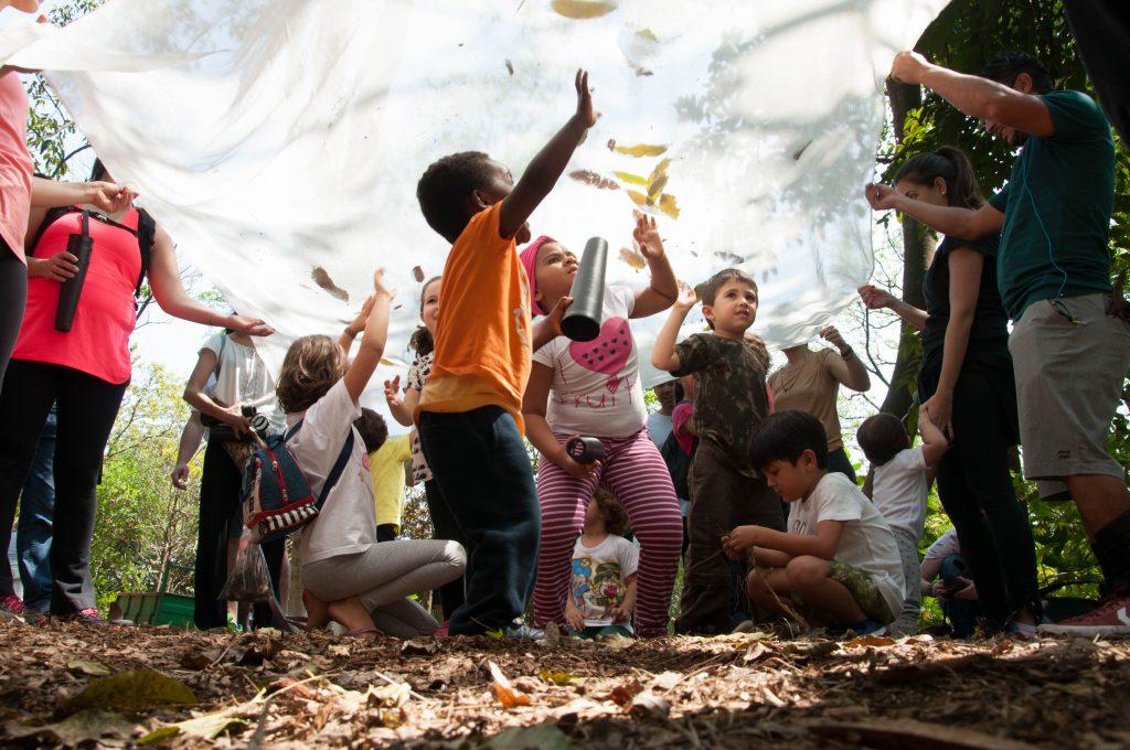 """Conexão criança e natureza: """"É nítido quando encontramos com crianças que possuem essa oportunidade de estar em áreas naturais"""", diz Thomé."""