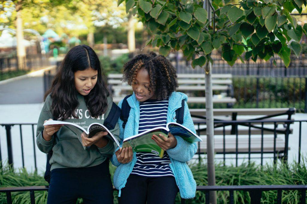 Escola e cidade: Lugares de aprender, conviver e cuidar. Crédito: Pexels.