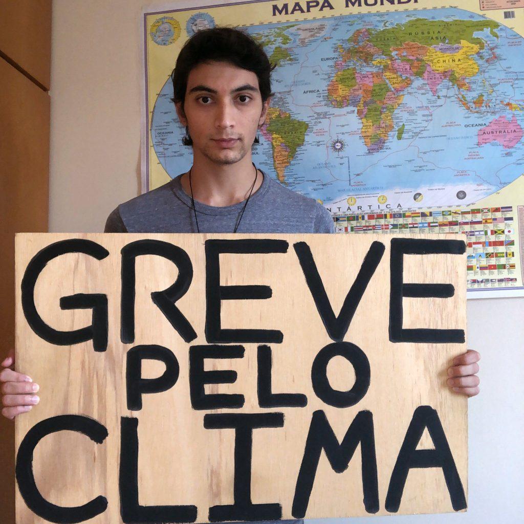 Estudante brasileiro em ato do Fridays for Future. Crédito: Fridays for Future International.