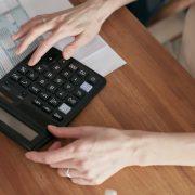 gestão do financiamento estudantil sendo realizada em uma IES