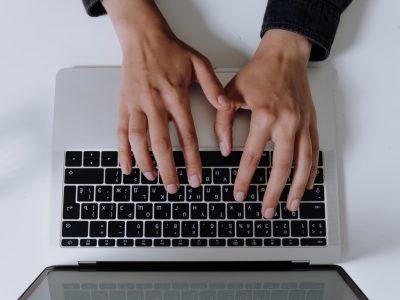 estudantes com internet precária
